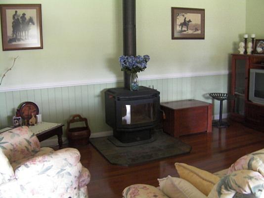 Loungeroom at Logger's Rest B&B, Stanthorpe