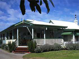 Pitstop Lodge Guesthouse & B&B