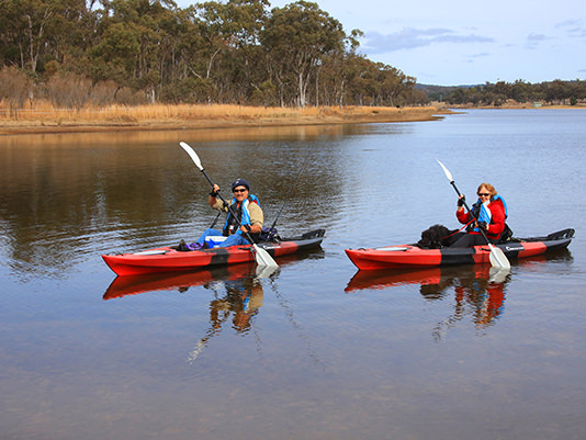 Canoeing at Sommerville Valley Tourist Park & Resort, Storm King Dam