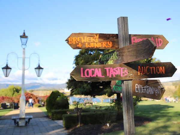 Signposts, Killarney Picnic Basket Day